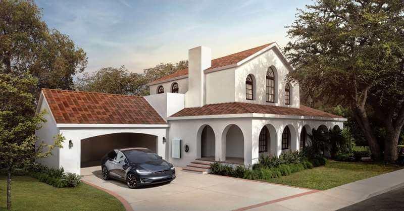 Hus med Toscansk Tesla Solar Roof